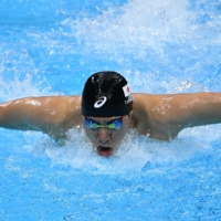Japan's Tomoru Honda earned Olympic silver in the men's 200-meter butterfly on Wednesday morning at the Tokyo Aquatics Centre.    AFP-JIJI