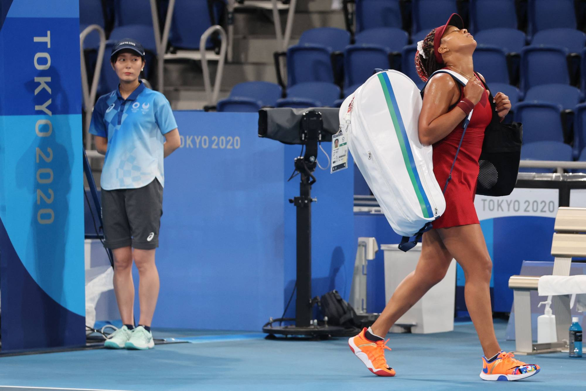 Japan's Naomi Osaka leaves the court after being beaten by the Czech Republic's Marketa Vondrousova during their Olympics women's singles match at Ariake Tennis Park in Tokyo on Tuesday.   AFP-JIJI