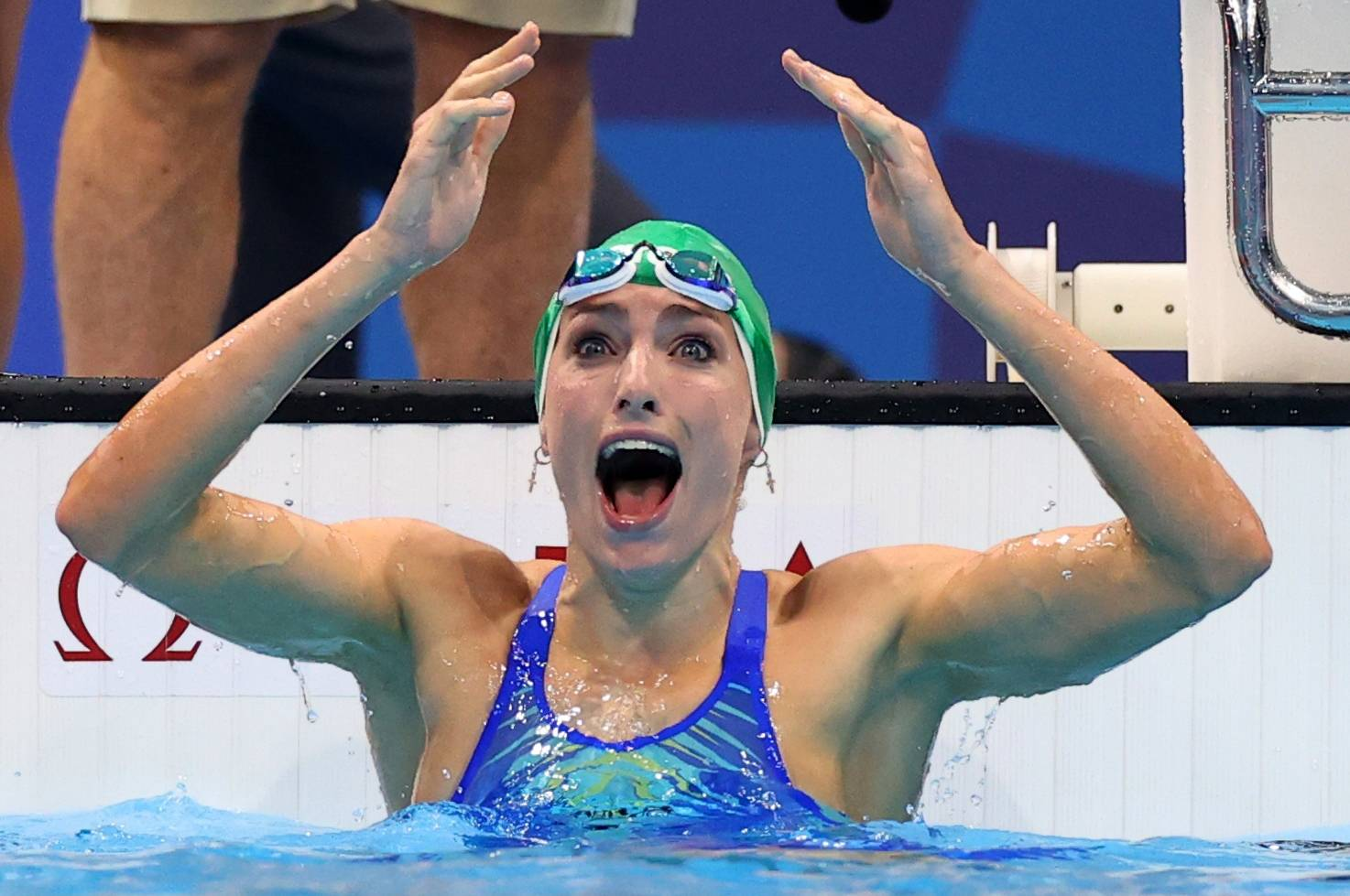Tatjana Schoenmaker of South Africa celebrates after setting a new world record in the women's 200-meter breaststroke on Friday at Tokyo Aquatics Centre.    REUTERS