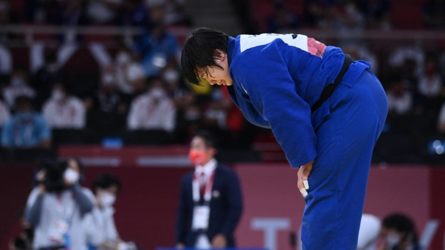 Judoka Akira Sone wins Japan's 16th gold of the Games, tying national record