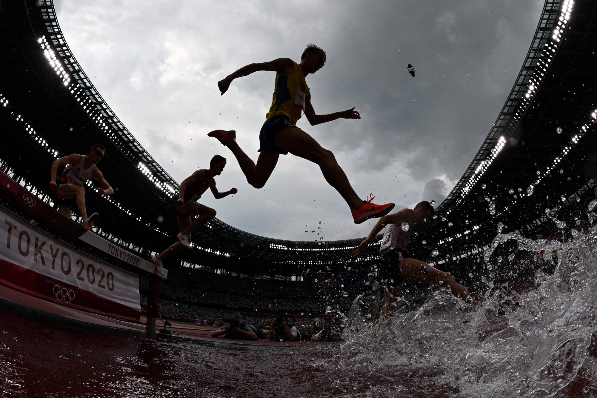 Athletes compete in the men's 3,000-meter steeplechase heats | AFP-JIJI