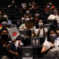 Japanese fans enjoy Olympics at rare public viewing