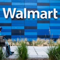 Walmart and Disney impose vaccination measures on some staff