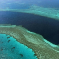 An aerial view of the Great Barrier Reef off the coast of the Whitsunday Islands, along the central coast of Australia's Queensland.   AFP-JIJI