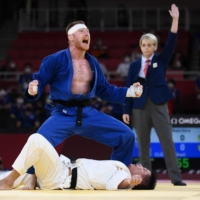 France's Axel Clerget celebrates his victory over Japan's Shoichiro Mukai in the mixed judo final.  | AFP-JIJI