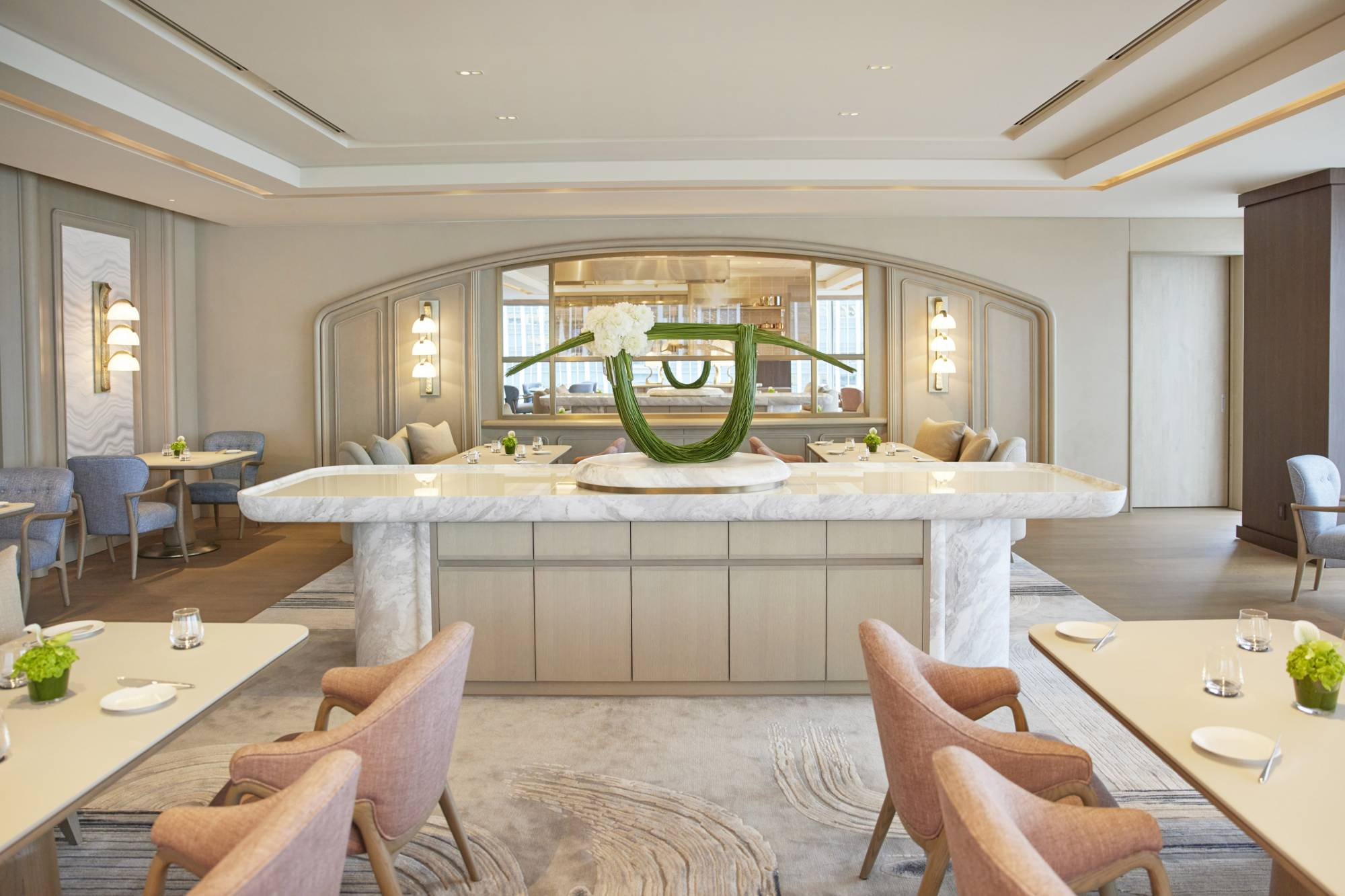 The earth tones and suave furnishing of Sezanne's dining room come courtesy of Hong Kong designer Andre Fu. | FOUR SEASONS HOTEL TOKYO AT MARUNOUCHI