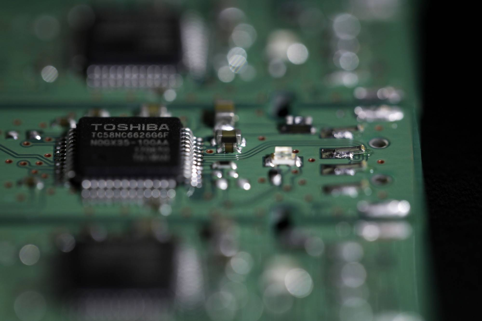 Kioxia Holdings Corp. is preparing to go public on the Tokyo Stock Exchange as early as September as robust demand for semiconductors is giving a boost to chipmakers.   BLOOMBERG