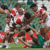Japan's Kazuki Himeno is tackled during a test match between the Brave Blossoms and Ireland in Dublin on Saturday. | POOL / VIA AFP-JIJI