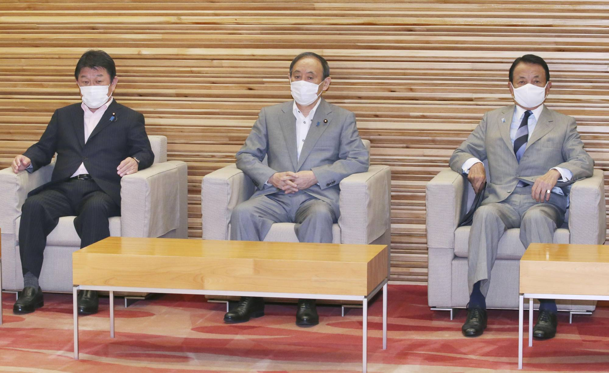 Prime Minister Yoshihide Suga and Cabinet members attend a meeting on the fiscal 2022 budget compilation guidelines on Wednesday in Tokyo.   KYODO