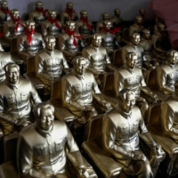 Statues of late Chinese communist leader Mao Zedong are seen at a factory in Shaoshan, in China's central Hunan province, on May 27.    AFP-JIJI