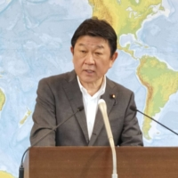 Japan and U.S. urge China to comply with tribunal ruling on South China Sea