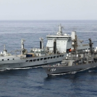 Japan and Britain hold anti-piracy drill in Gulf of Aden