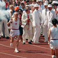 Sohn Kee-chung carries the torch in the opening ceremony of 1988 Seoul Olympic Games.   KYODO
