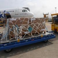 Workers unload a batch of 700,000 doses of the Pfizer-BioNTech vaccine sent by Israel at Incheon International Airport, west of Seoul, on July 7. | YONHAP / VIA AFP-JIJI