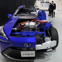 A cutaway model of fuel cell Mirai electric vehicle displayed at Toyota Motor Corp.'s showroom | BLOOMBERG