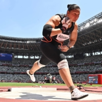 New Zealand's Valerie Adams, who had two children since the last Olympics, competes in the women's shot put on Sunday. She finished with a bronze medal.  | AFP-JIJI