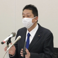 Hiranao Honda announces his intention to resign as a lawmaker to reporters at the Diet on Tuesday.   KYODO