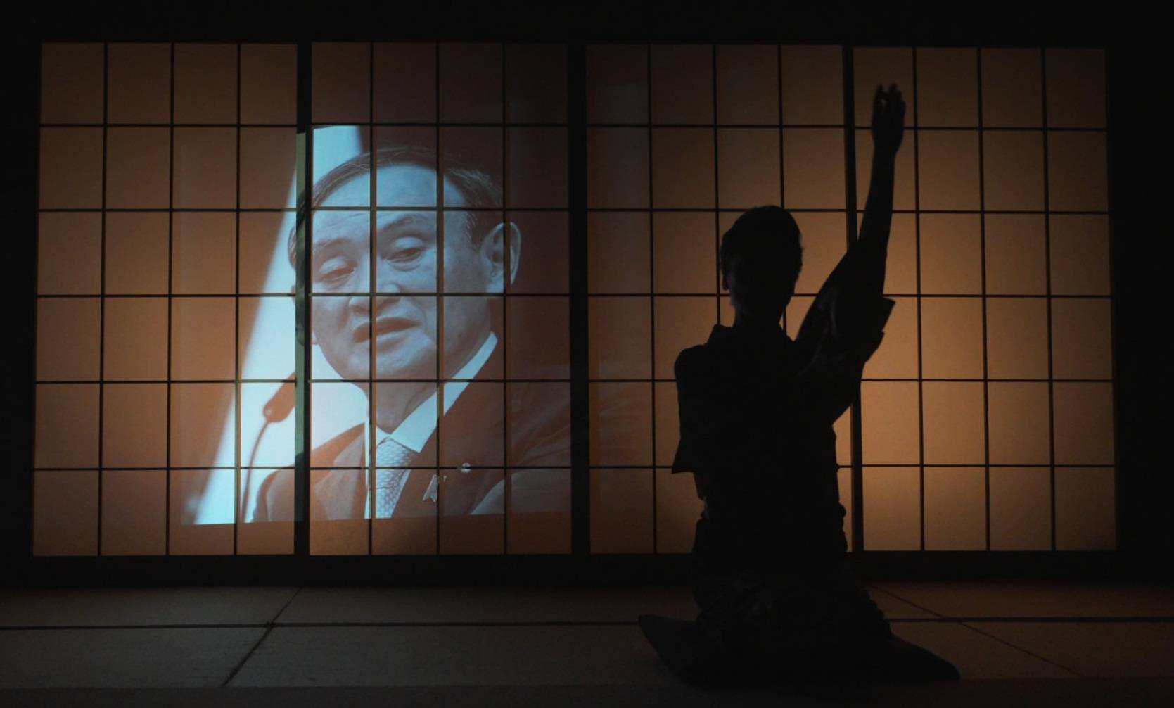 A new film by Taketo Uchiyama focuses on the career of Prime Minister Yoshihide Suga and includes animated scenes. However, the prime minister and his associates did not take part in the project. | ©2021 'PANKEKI O DOKUMI SURU' SEISAKU IINKAI
