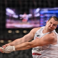 Poland's Wojciech Nowicki competes in the men's hammer throw final during the Tokyo 2020 Olympic Games at the Olympic Stadium in Tokyo on Wednesday. | AFP-JIJI