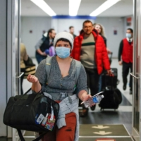 Travelers arrive at the international terminal of O'Hare Airport in Chicago in March 2020.  | AFP-JIJI
