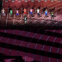 Athletes prepare for the start of the men's 100-meter final on Sunday.  | AFP-JIJI
