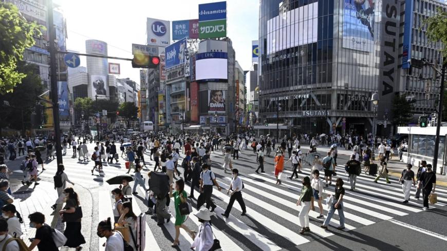 COVID-19 tracker: Japan's case tally tops 15,000, hitting a new high
