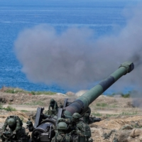 Soldiers fire an 8 inch (203 mm) M110 self-propelled howitzer during the live-fire military exercise, which simulates China's People's Liberation Army invading the island, in Pingtung, Taiwan, on May 30, 2019. | REUTERS