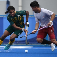 South Africa's Mustaphaa Cassiem (left) and Canada's Gabriel Wing-Chuen Ho-Garcia battle for the ball during their Olympic group stage match at Oi Hockey Stadium on July 30.    AFP-JIJI
