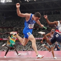 Italy sprints to gold in men's 4x100-meter final; Japan does not finish