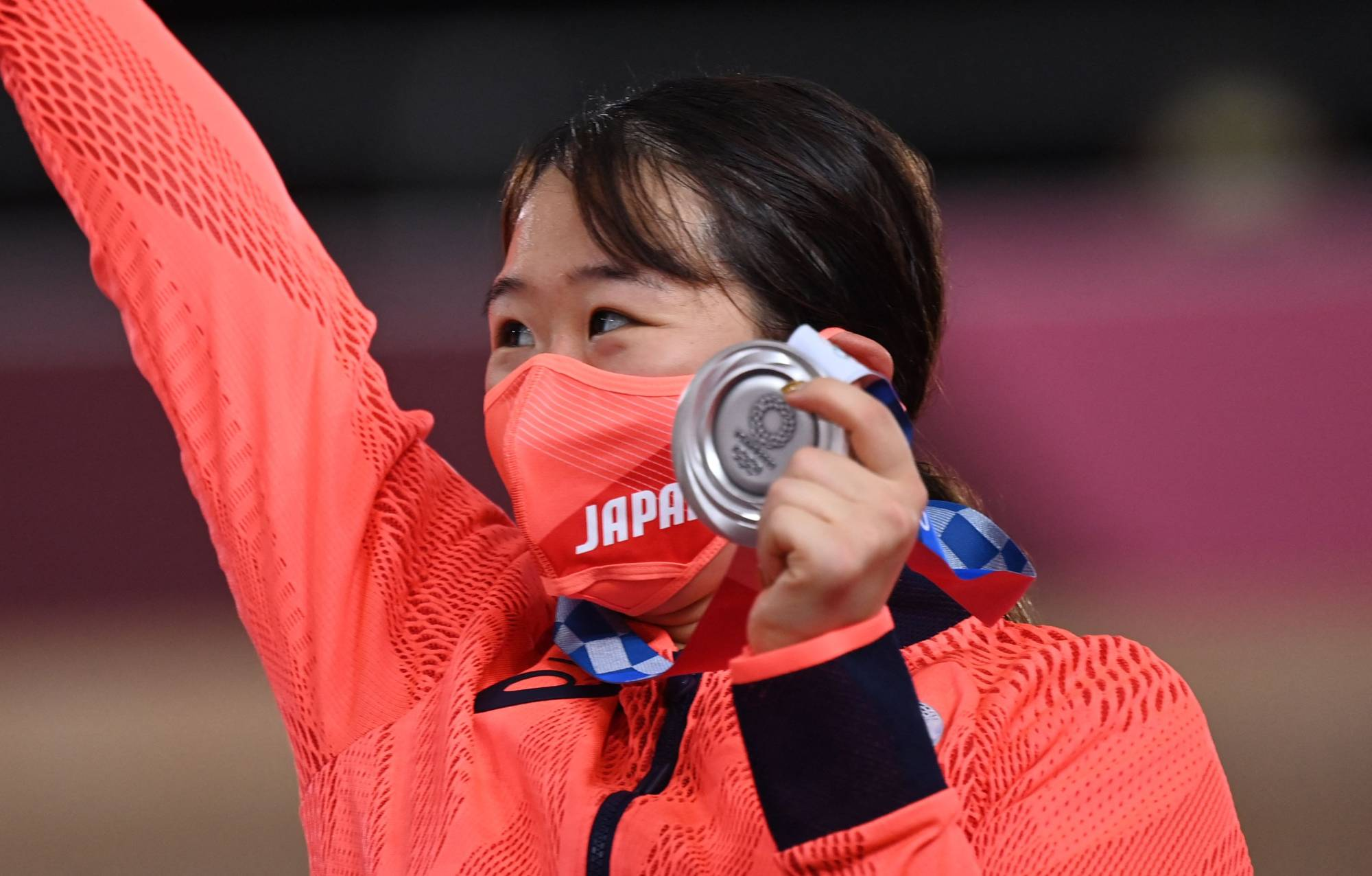 Silver medalist Yumi Kajihara of Japan on the podium after the women's track cycling omnium event at Izu Velodrome.  | AFP-JIJI