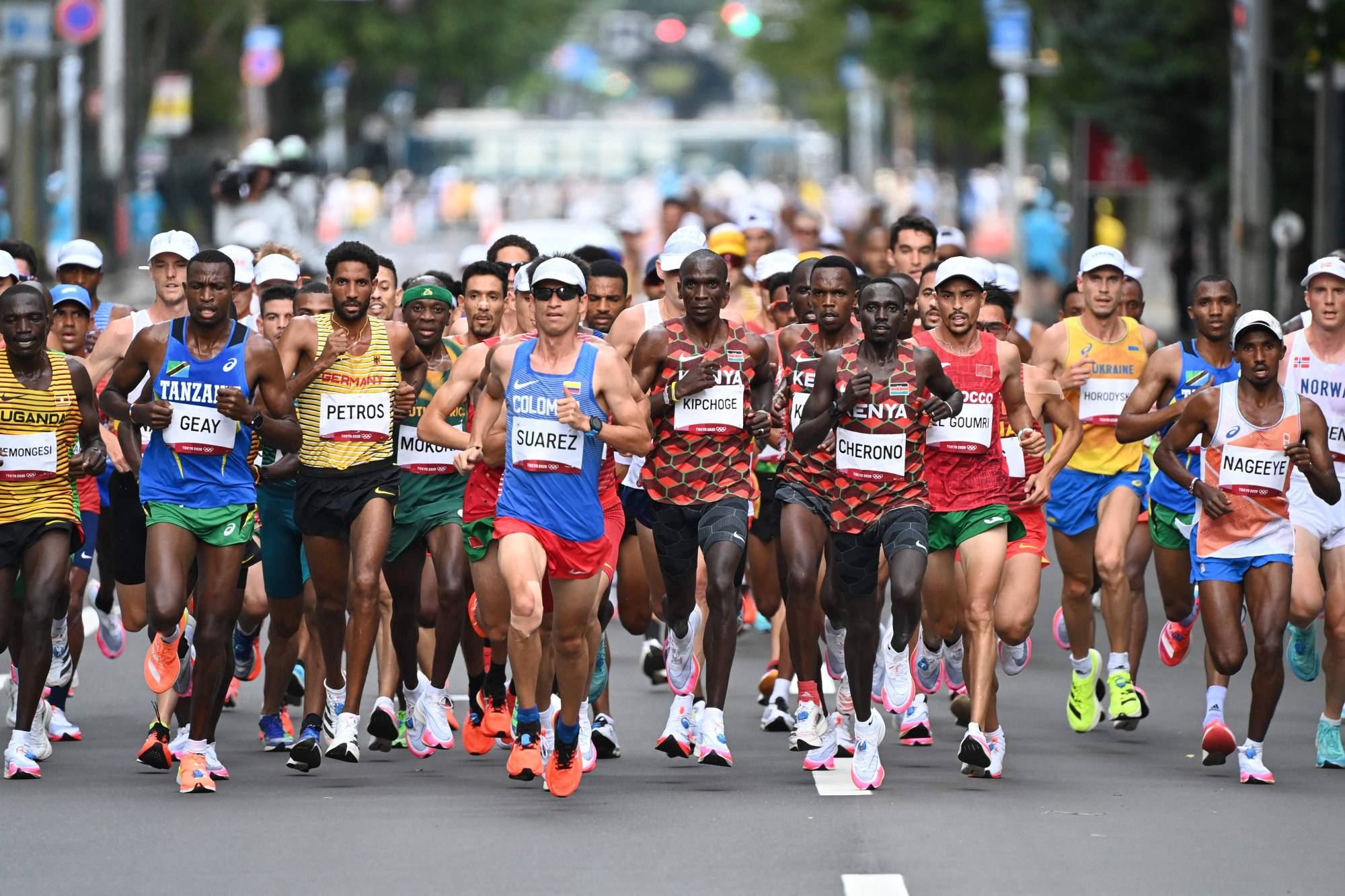 Marathoners during the race in Sapporo on Sunday.   AFP-JIJI