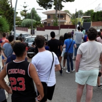 Fans gather outside the home of Lionel Messi in Barcelona on Monday.    AFP-JIJI