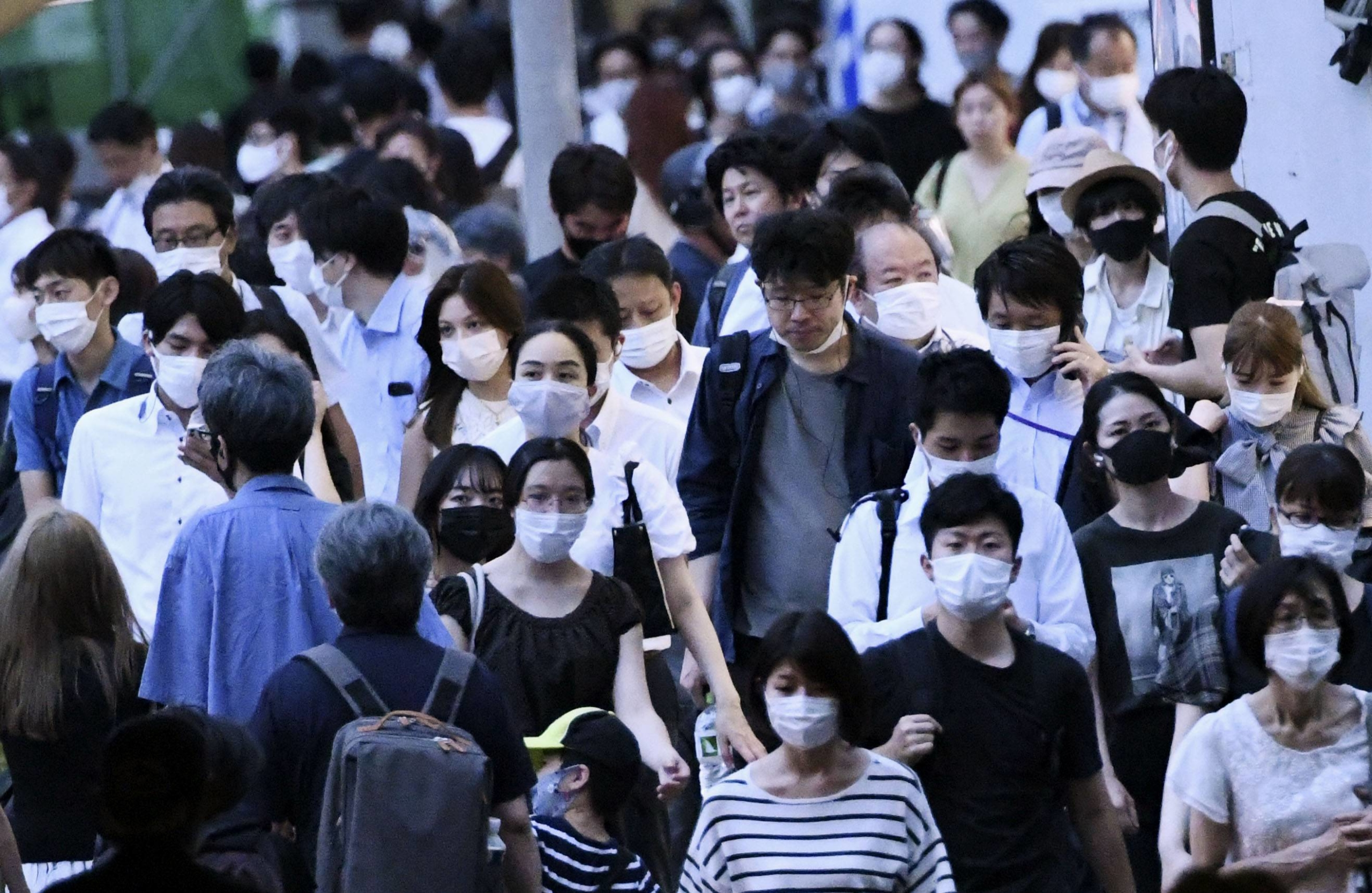Tokyo reported 2,612 new cases of COVID-19 on Tuesday. | KYODO