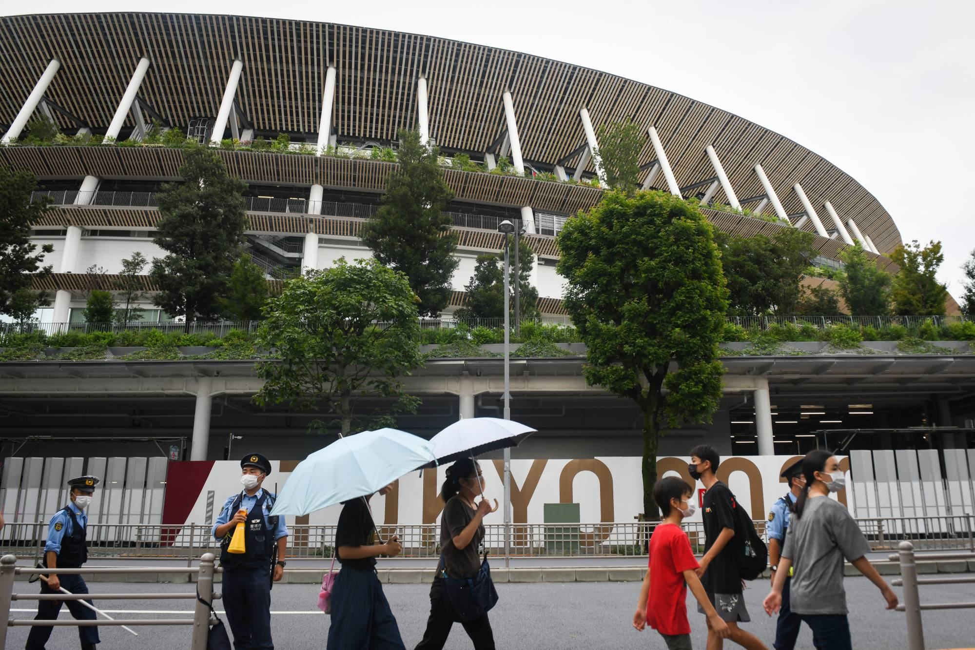 The Tokyo Paralympics are highly likely to have no spectators as the coronavirus pandemic continues to rage in the Tokyo metropolitan area.   BLOOMBERG