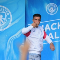 Jack Grealish waves to Manchester City during his unveiling in Manchester on Aug. 9. | AFP-JIJI