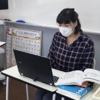 An instructor teaches a lesson online at Fukuoka Japanese Language School in April last year. | FUKUOKA JAPANESE LANGUAGE SCHOOL / VIA KYODO