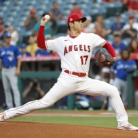 Angels starter Shohei Ohtani pitches against the Blue Jays on Wednesday in Anaheim, California.  | KYODO