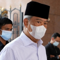 Malaysian prime minister resigns, deepening political leadership crisis