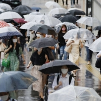 Tokyo reported 2,962 new cases of COVID-19 on Monday.   KYODO