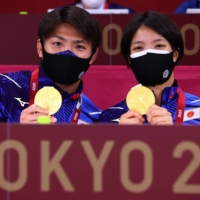 Siblings Hifumi and Uta Abe show off the gold medals they won in judo in July.  | REUTERS