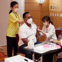 Tokyo American Club takes vaccination process into its own hands — and into arms of Minato Ward residents