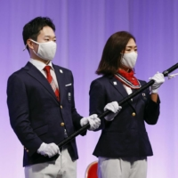 Japan's Paralympic team flagbearers, Koyo Iwabuchi and Mami Tani, receive the delegation flag during a ceremony in Tokyo on Tuesday.  | KYODO