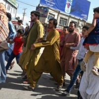 Thousands of people mobbed the Kabul's airport on Monday trying to flee after the Taliban retook the city.  | AFP-JIJI