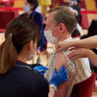 Easy does it: Minato Ward resident Neil Butler said the vaccination process at the Tokyo American Club was smooth and he is looking forward to his second jab. | YUUKI IDE