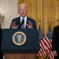 U.S. President Joe Biden, with Vice President Kamala Harris and Secretary of State Antony Blinken in the background, speaks about the ongoing U.S. military evacuations of American citizens and vulnerable Afghans, in Washington on Friday.    AFP-JIJI