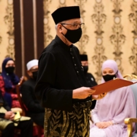 New Malaysian prime minister brings old guard back as pandemic concerns rise
