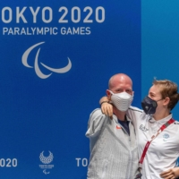 U.S. archer Matt Stutzman and Italian fencer Bebe Vio pose for photos after a news conference in Tokyo on Sunday. | AFP PHOTO / OLYMPIC INFORMATION SERVICES