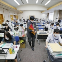 A public health center in Tokyo is swamped with work dealing with daily new cases of COVID-19. | KYODO