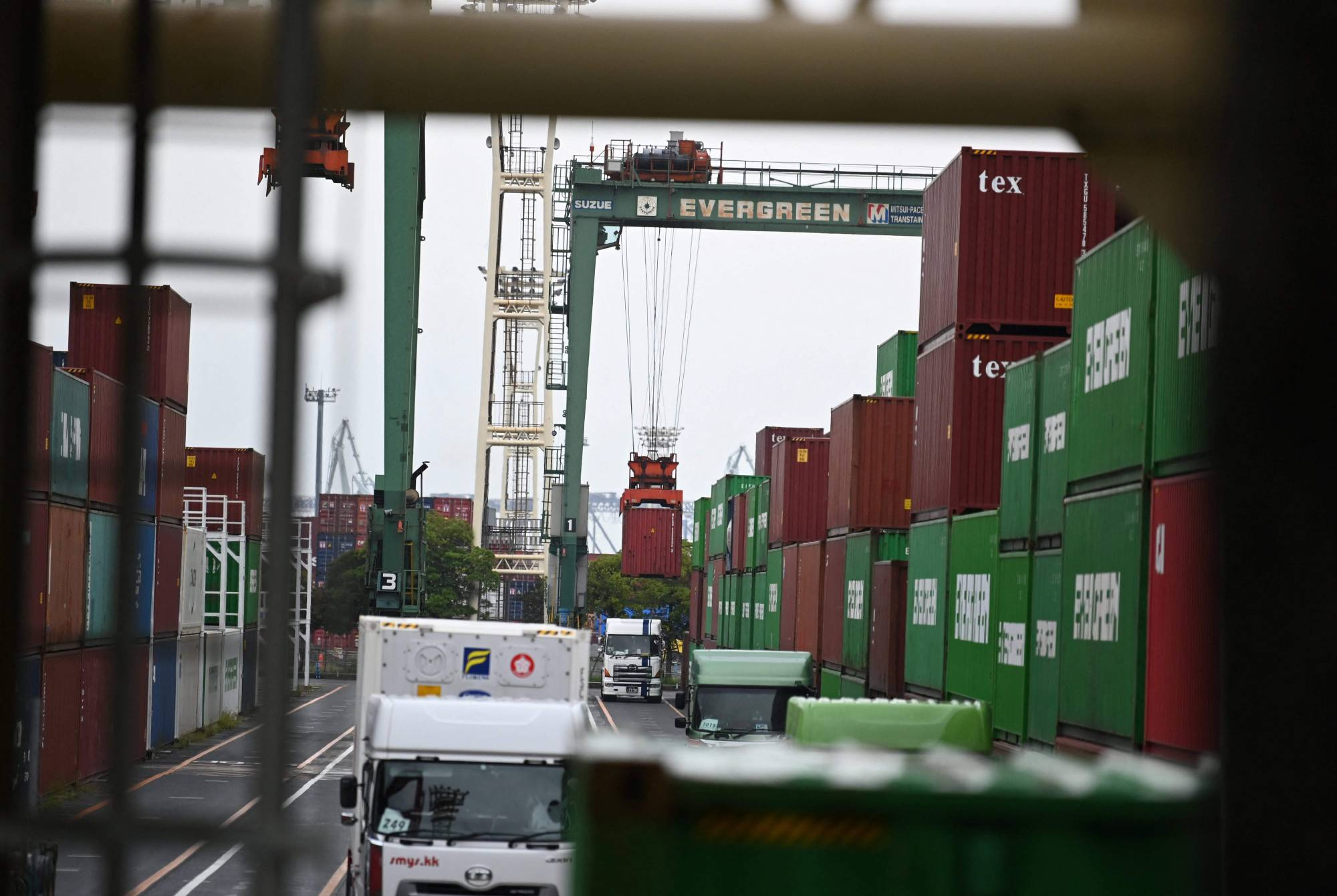 The government kept its assessment of the economy unchanged in a monthly report for August.   AFP-JIJI