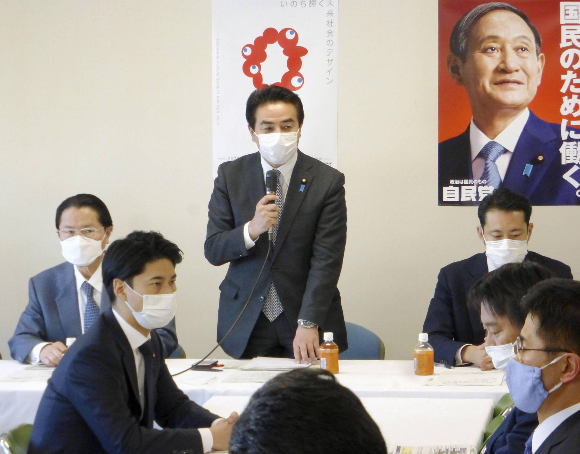 Masahisa Sato (center), head of the Liberal Democratic Party's foreign affairs committee, addresses a meeting held by the party in Tokyo in February to discuss countermeasures to China's coast guard law. | KYODO